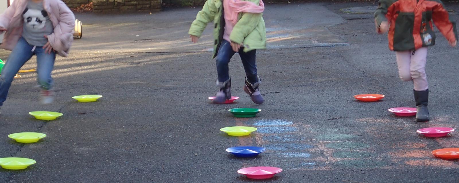 Spielszene im Schulhof